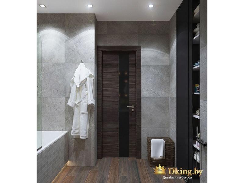 Ванная комната с халатом на стене