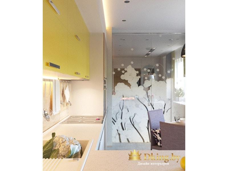 кухня: стеклянная перегородка с необычным пескоструем с природными мотивами. шкафычики кухни оливкового цвета с хромированными ручками