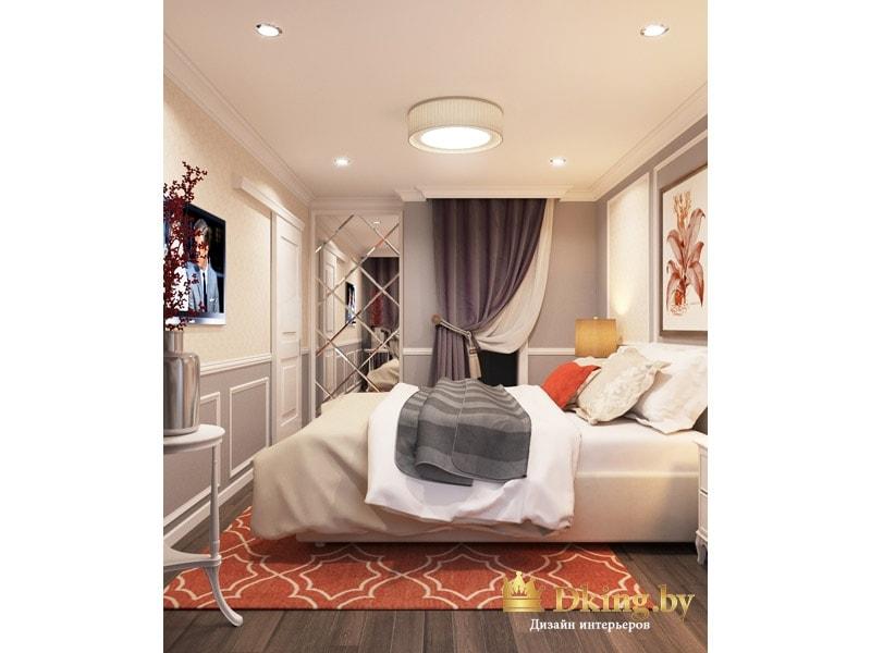 спальня: большая кровать, темный паркет на полу, на стенах молдинги, контрастный ковер кирпичного цвета, шкаф с оригинальным пескоструем и драпировка из штор на стене