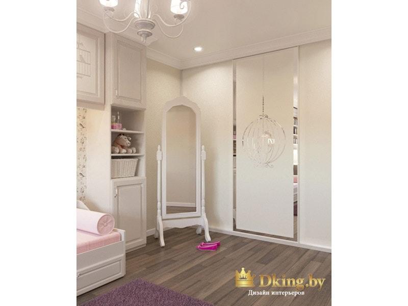 матовый зеркальный шкаф в детской с оригинальным пескоструем. Классическое зеркало во весь рост на ножках