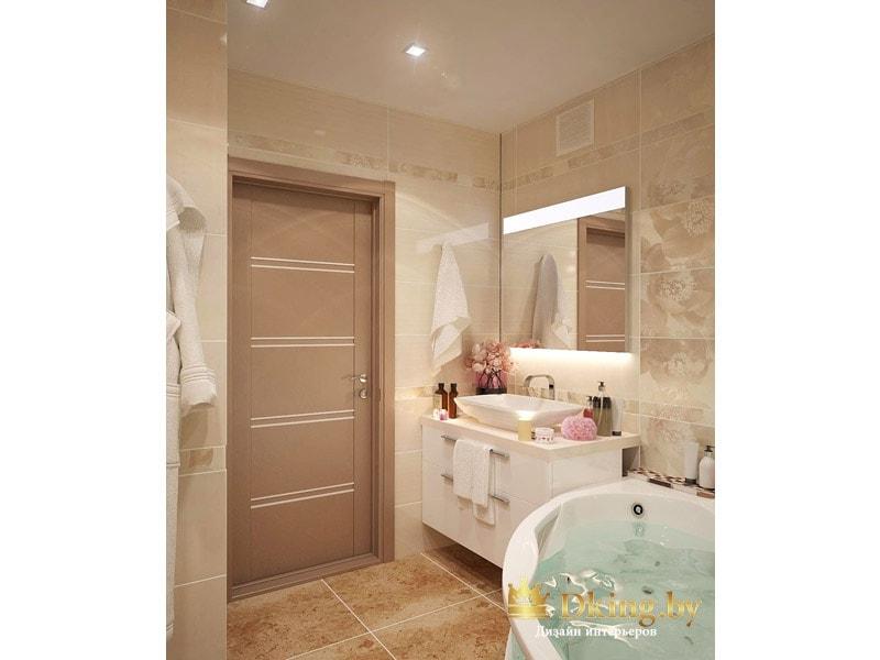Ванная: коричневая плитка квадратной формы, под мрамор, светло-коричневая дверь, бежевая плитка, белая мебель