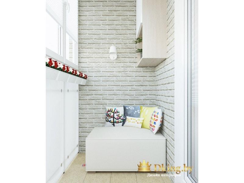 декор стен балкона выполнен из искусственного кирпича белого цвета, на пол уложена бежевая плитка.
