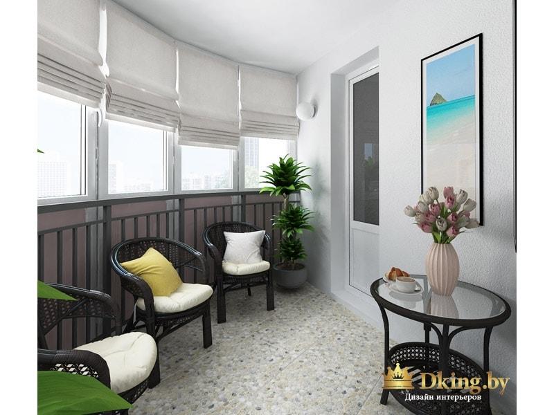 огромный полукруглый балкон оборудован как отдельная комната для отдыха: удобные стулья, журнальный столик, подушки, цветы