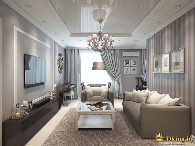 Общий вид на гостиную: большое окно делает комнату светлой и просторной