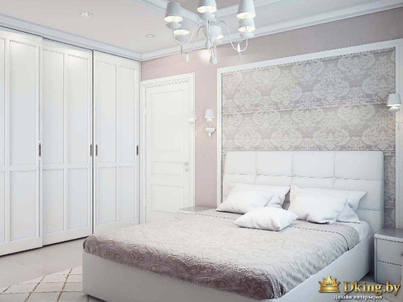 Кровать в спальне. Всё сделано в теплых тонах