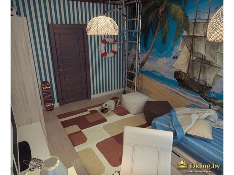 Вид сверху на детскую комнату: на стене висит спасательный круг, на полу лежит ковер