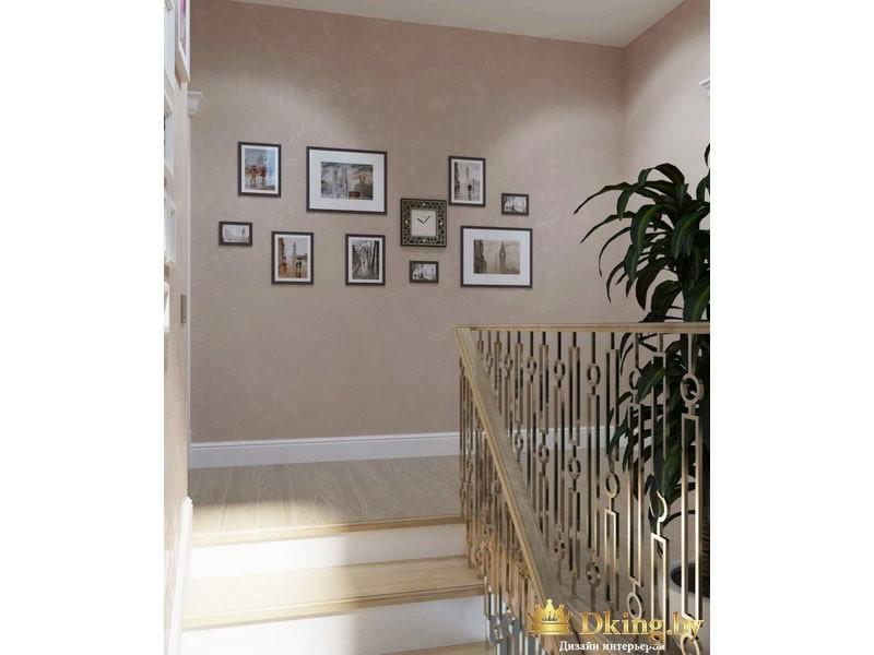Много картин на лестнице
