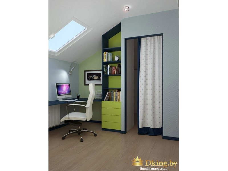 Зеленый шкаф и компьютер