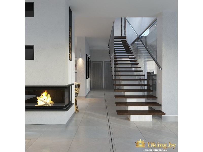 Лестница на второй этаж. Камин
