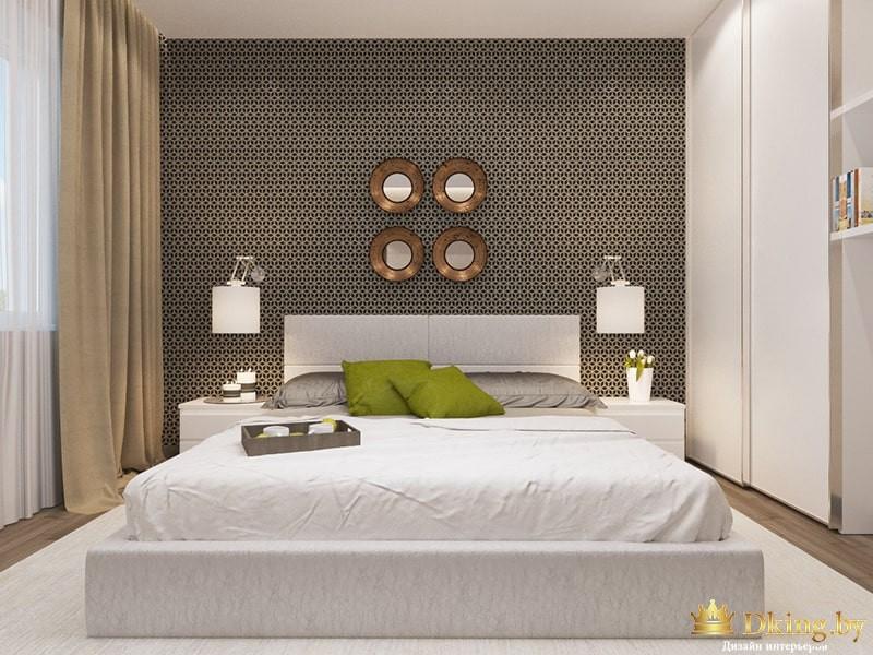 Большая кровать с зелеными подушками