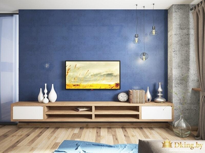 Синяя стена с телевизором