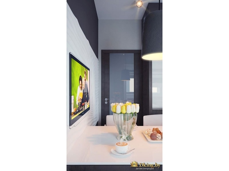 На фото - тюльпаны на столе