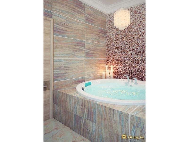 круглая большая ванна, плитка теплых песочных тонов,сочетающимися с голубыми  вставками