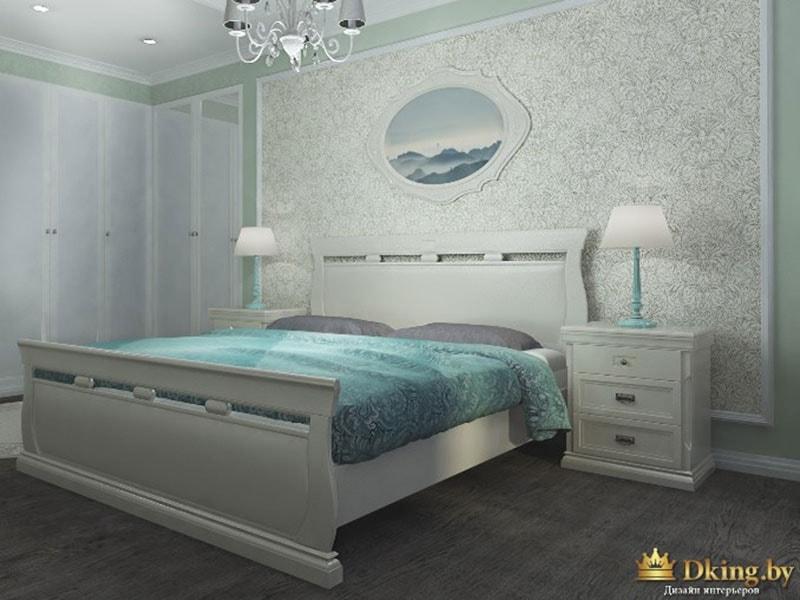 белый распашной шкаф, классическая белая кровать и прикроватная тумба из массива, ночники с абажуром