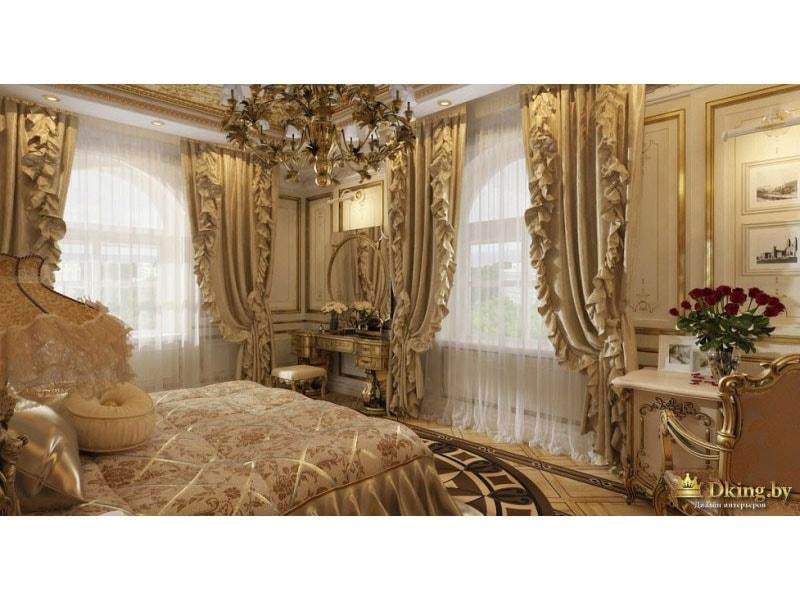 оформление окна в дворцовом стиле: портьеры с рюшами, позолоченные молдинги, ковер в виде циферблата