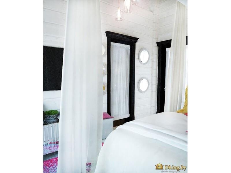 белая спальня. кровать занавешена белые легкими шторами. дверь темно-коричневого цвета со стеклом. стекло занавешено легкой органзой