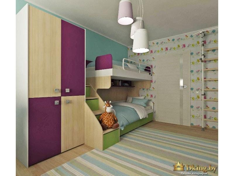 яркая детская: пол под дерево, мебель комбинировання: деревянные панели в сочетании с панелями фиолетового цвета. обо гобулые и с рисунком разноцветных птичек. ковер полосатый с полосками белого, голубого, бежевого цветов. кровать двухъярусная с лестницей