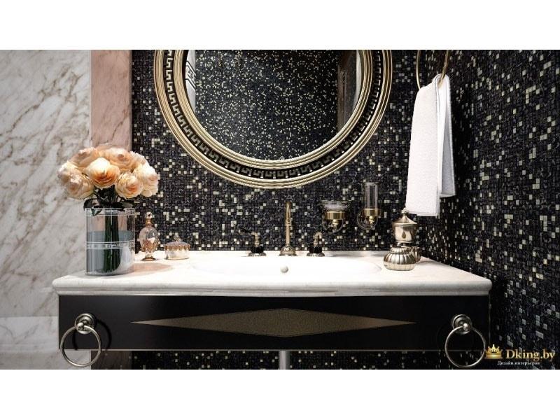 шикарная ванная, оформленая плиткой под мрамор белого и черного цветов. зеркало круглое в бронзовой раме, бронзовые ретро-смесители