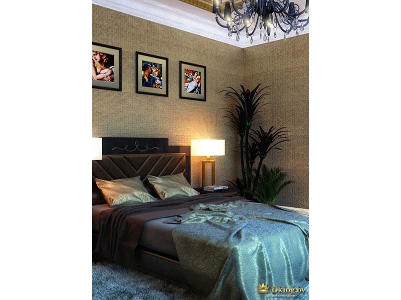 спальня: большая кровать, много темного текстиля, фактурная стена