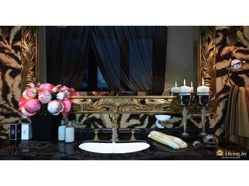 большое зеркало в резном бронзовом багете, высокие подсвечники