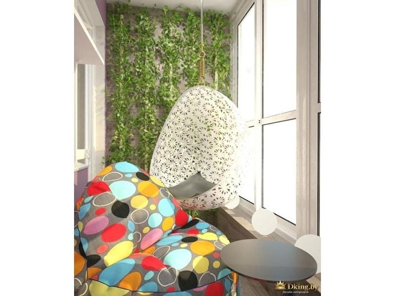 """подвесное кресло, зеленая """"живая"""" стена на балконе, цветное кресло-мешок"""