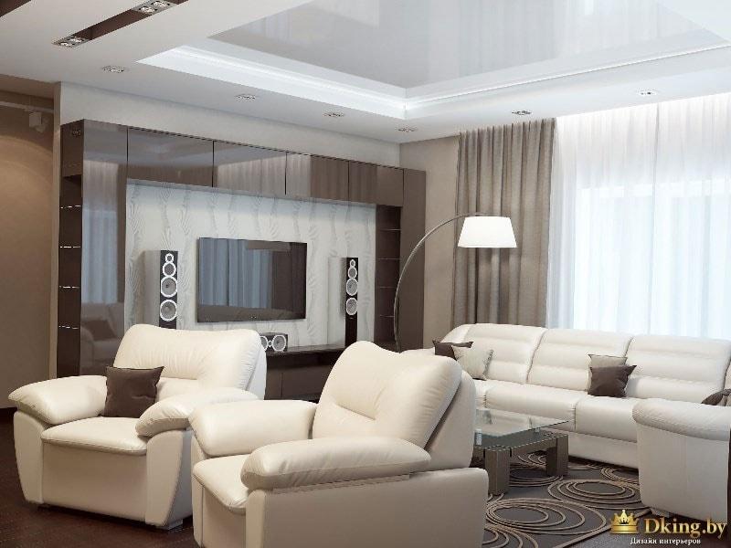 белые мягкие кожаные кресла, белый кожаный диван-трансформер. модульная система коричневого цвета возле телевизора, белый торшер