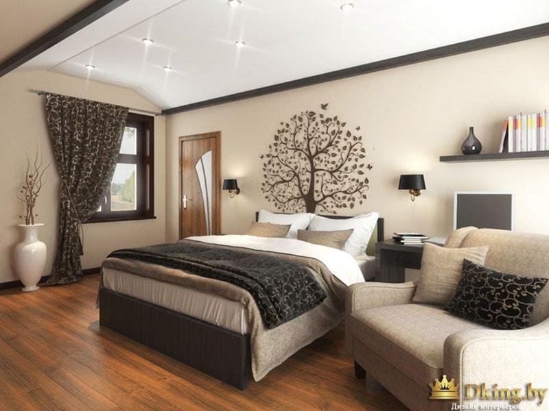 Кровать с деревом на стене