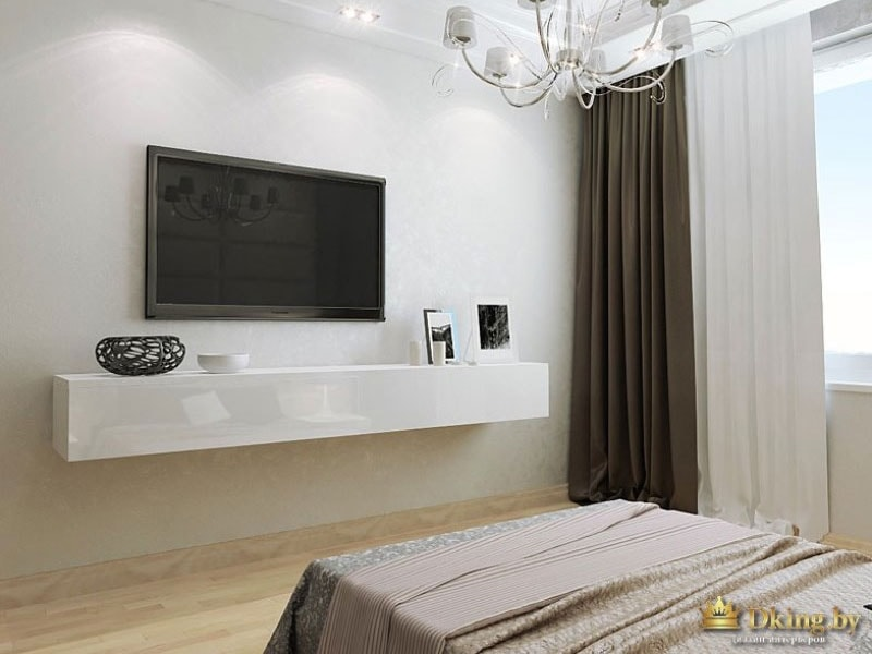 Большой телевизор над белой полкой