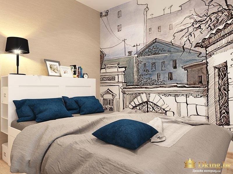 Двуспальная кровать с синими подушками