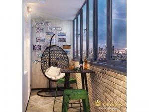 Просторный балкон с удобным креслом