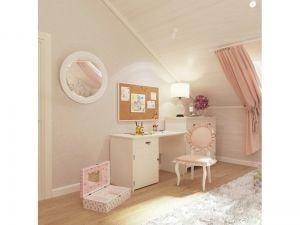 Светлая комната с доской для заметок