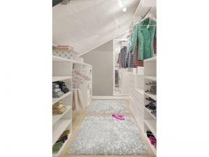 Светлый гардероб на верхнем этаже