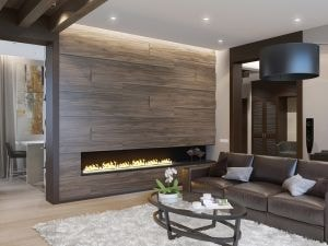 Интерьер с деревянной перегородкой и камином