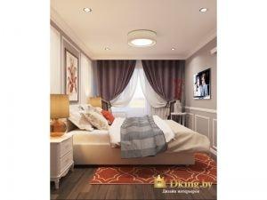 спальня: вид от входа. Окно задрапировано двойными шторами, потолок натяжной матовый с точечными светильниками и основной люстрой