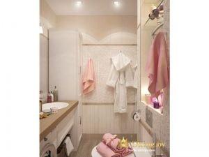 совмещенный санузел с дополнительными шкафами для хранения. цвет плитки - молочный. мебель белая, пол под дерево