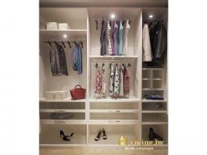 гардеробная с дополнительными полками для обуви