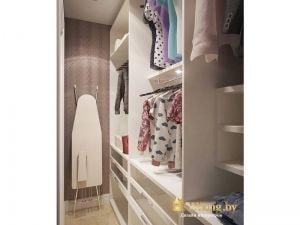 в гардеробной предусмотрено место для хранения гладильной доски