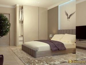 Вид на кровать в спальне с другого ракурса