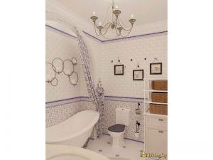 Ванная и люстра в классическом стиле. Справа от ванны - униитаз