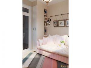 Интерьер светлой комнаты выполнен в более ярких цветах