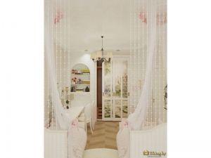 Сетки от насекомых над кроватями, деревянный пол в детской - отличный интерьер для любого ребенка
