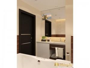 Большая ванная с черной дверью