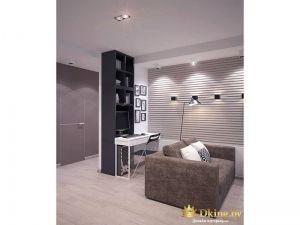 Черный шкаф в большой комнате