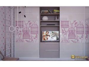 Стена в детской сопряжена со шкафом