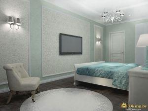 темный пол светлые стены в спальне, белая дверь с филенками, классическая люстра на 5 рожков