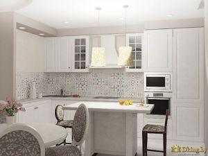 кухня белая из массива, фасады с филенками, белая встроенная микроволновка, кухня с островом