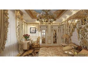 спальня в дворцовом стиле: шкафы с позолоченными молдингами, стол-контора с золоченым стулом, шикарное изголовье кровати с зеркалом и позолоченной лепниной