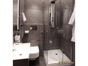 серая плитка большого формата в ванной. декор - стальной фриз. лаконичный душевой уголок с прозрачными стекляными дверями. подвесной унитаз, полотенцесушитель лесенка