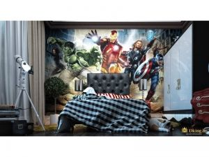 детская кровать на фоне фотообоев с изображением супергероев. телескоп в качестве декора