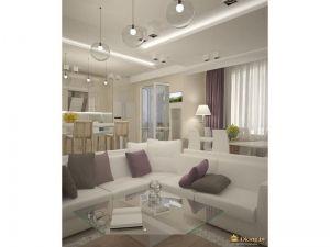 большой белый диван лаконичной формы. акцентные серые и фиолетовые подушки. несколько типов освещения для каждой зоны. стены молочного цвета. шторы приглушенного фиолетового оттенка
